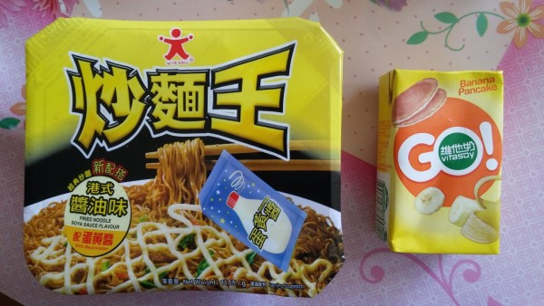 doll-fried-noodle-soya-sauce-flavour-and-vitasoy-banana-pancake-1